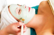 nanášení pleťové masky